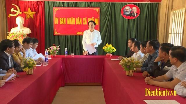 Bí thư Tỉnh ủy Trần Văn Sơn làm việc tại xã Huổi Mí huyện Mường Chà.